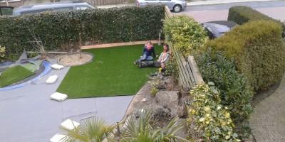Kunstgras Wordt Aangelegd In Tuin